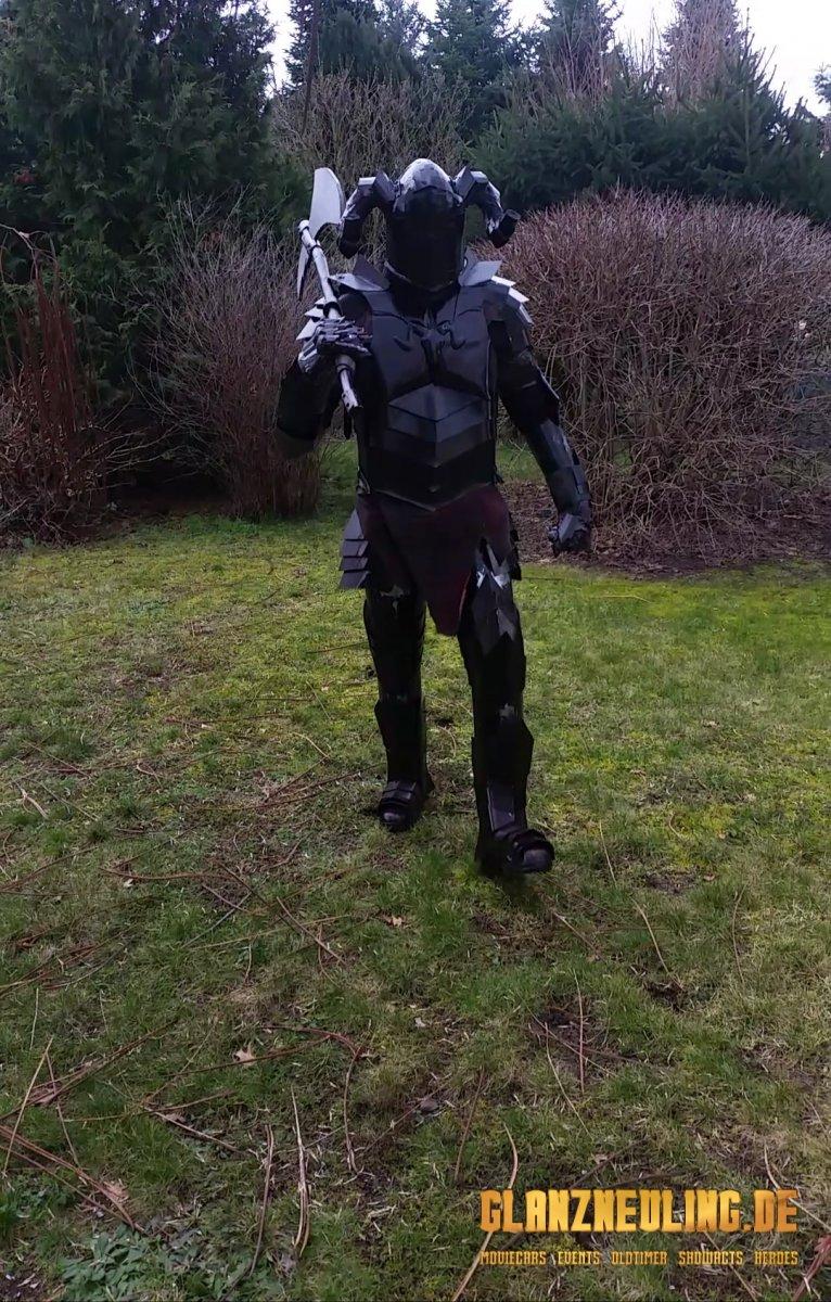 Schwarzer Ritter mit Axt mieten Darsteller Kostüm