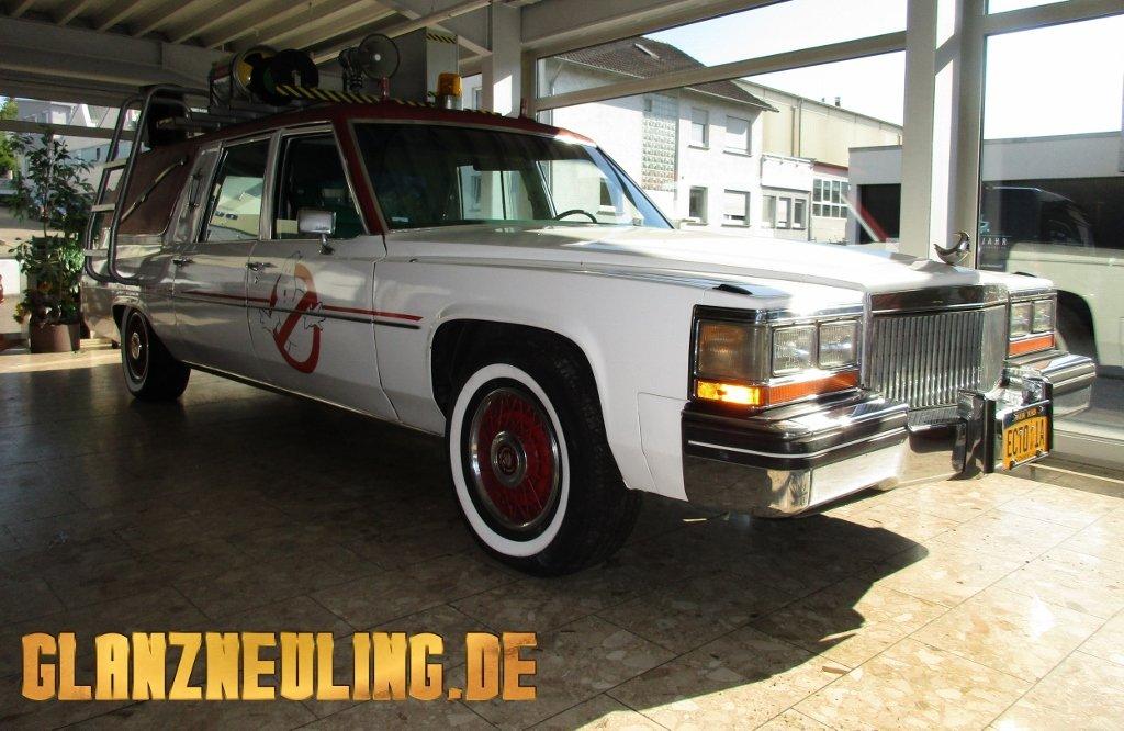 Cadillac Leichenwagen Filmauto weiß-rot mieten