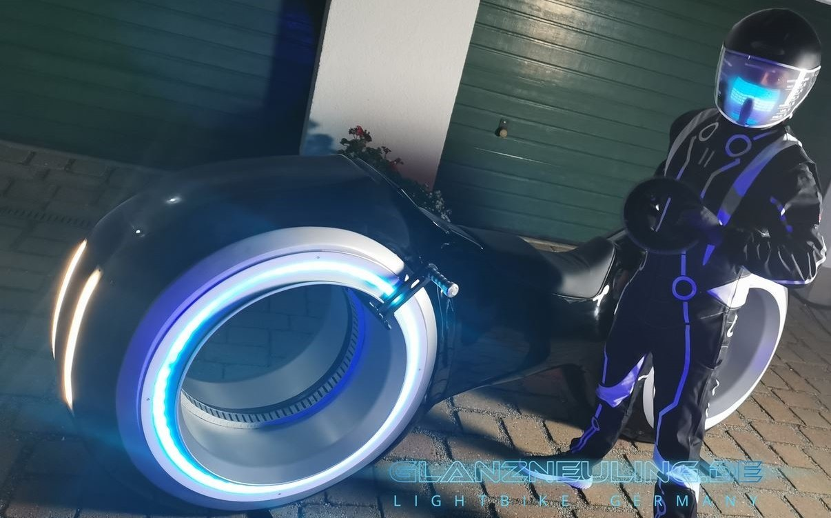 futurebike lightbike mieten mit biker im VR LED LOOK