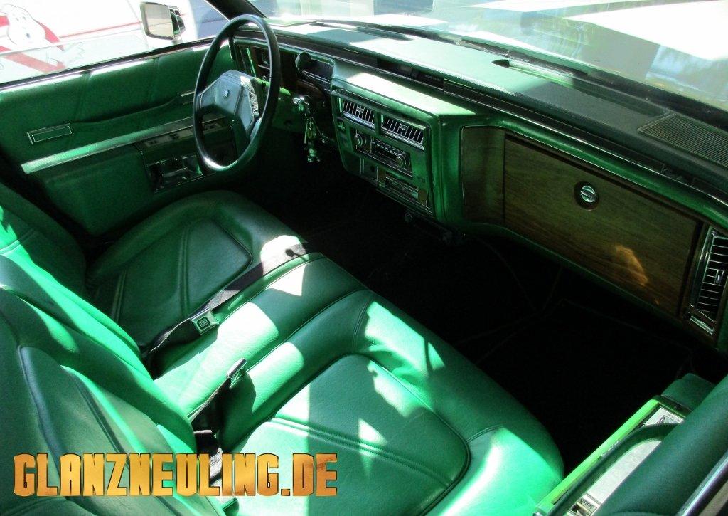 Cadillac Leichenwagen mieten ähnlich Ghostbusters Interieur