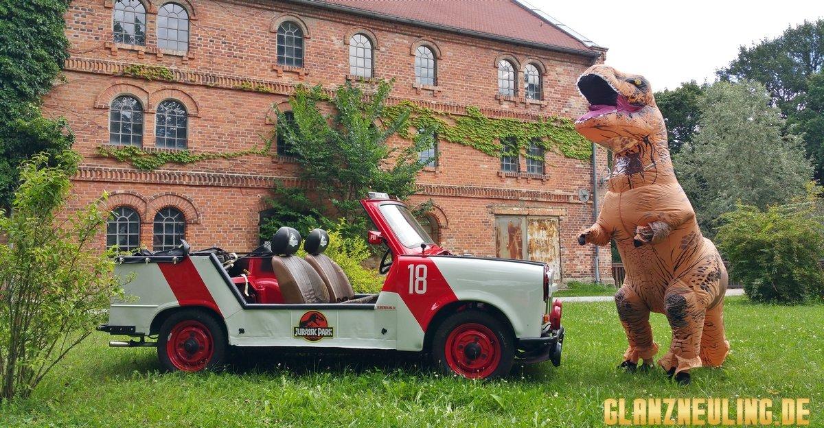 Jurassic Car mit T-Rex mieten