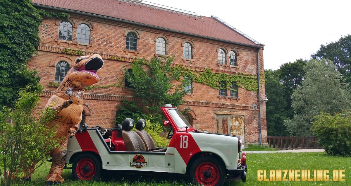 Jurassic Park Dino mit Jeep