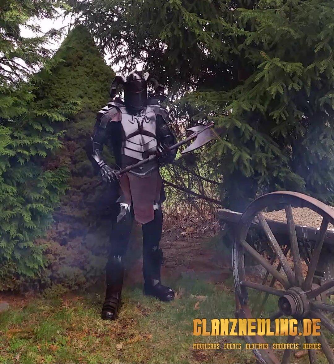 Mittelalter Event Schwarzen Ritter mit Streitaxt mieten