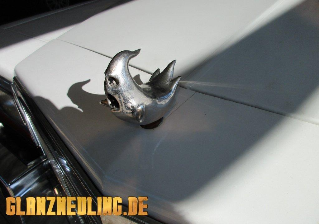 Cadillac Leichenwagen mieten Geist als Kühlerfigur