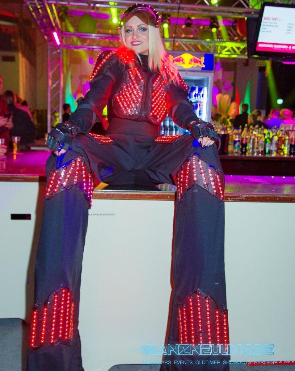 Stelzenläufer Tänzerin und WalkAct Show MEsse Future Event
