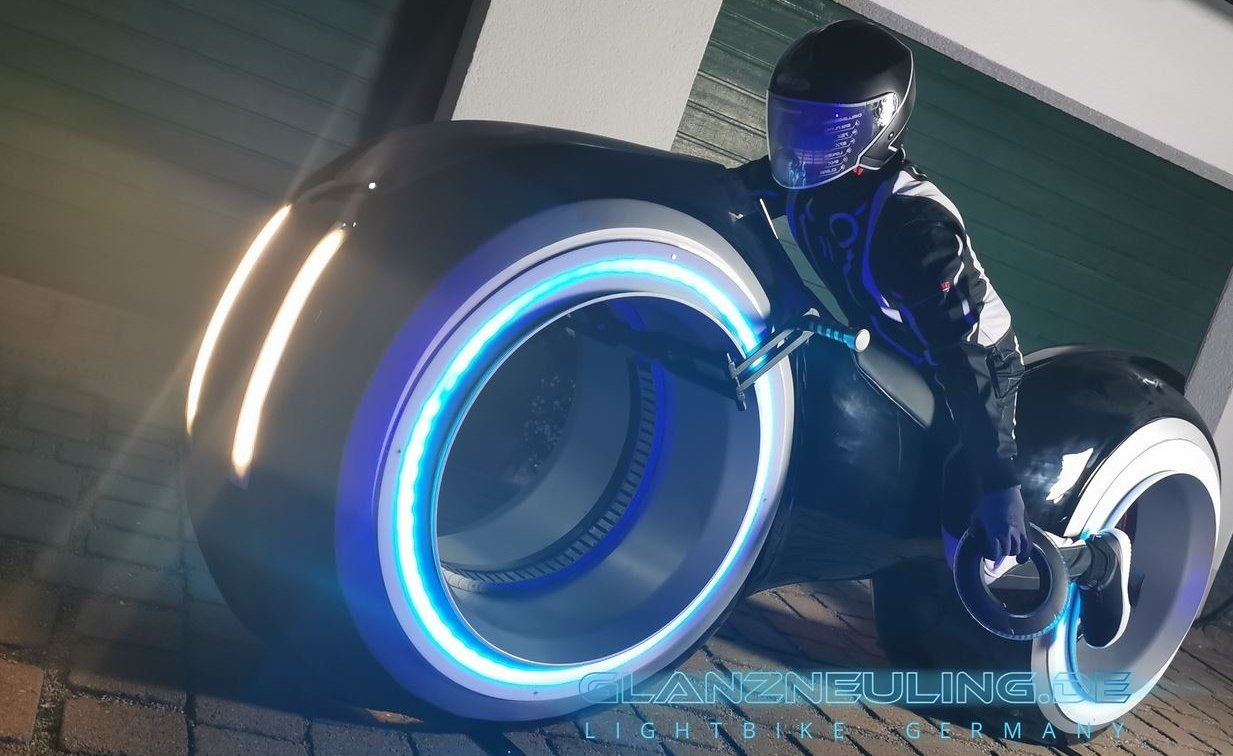 Futurebiker mit lightbike bei Event, Kongress,Messe , Party