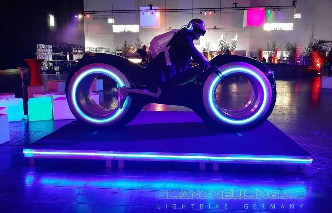 Videobike Lightcycle mieten für PArty als Eyecatcher Neonparty