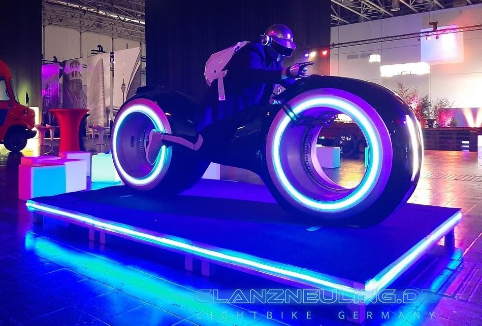 Videobike PArty als Eyecatcher Lightcycle mieten neon