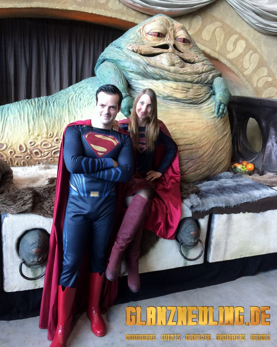 Superman und Supergirl mieten