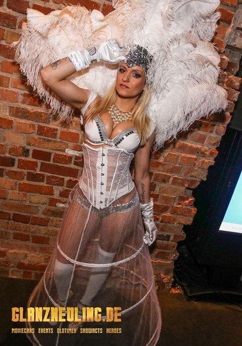 sexy white showgirl mieten